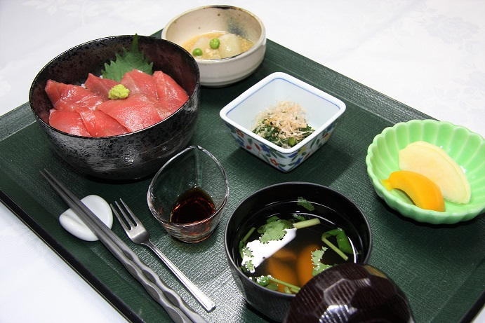 D定食 本鮪赤身たっぷり鉄火丼